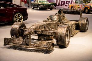 F1-2000 Skulptur aus Altmetall in Originalgröße auf Essen Motor Show
