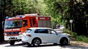 Feuerwehr Einsatz Einsatzfahrt – PKW blockiert die Alarmfahrt